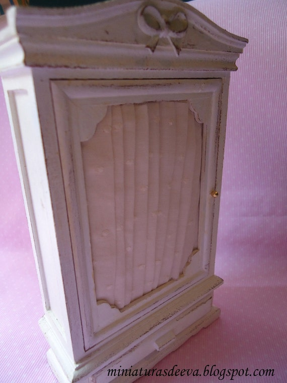 Offer (Free shipping cost) Wardrobe for dollhouses at 1/12th scale.