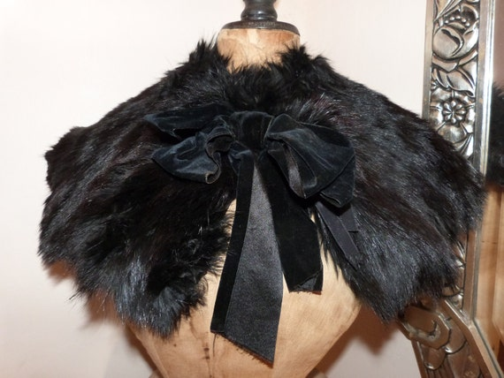Victorian capelet, fur and velvet cape, elegant French handmade black collar, clothing made in France, goth, steampunk