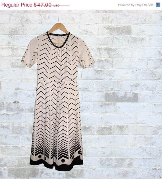 10% SALE The Vintage Op Art Chevron & Dots Dress S or M