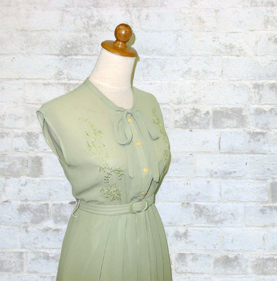 Vintage 70's Does 40's Embroidered Ribbon Dress XS or S