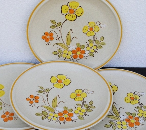 Vintage Stoneware Dinner Plates, Hearthside Sunshine Yellow Flowers, Dinnerware Set, Four (4)