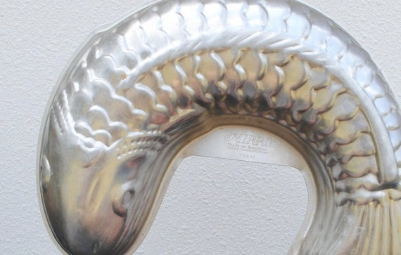 Vintage mirro aluminum jello mold pan fish kitsch kitchen for Aluminum molds for fishing