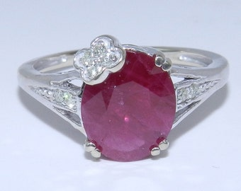 14K White Gold Diamond and Red Ruby Engagement Style Flower Ring Size 6.25