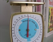Vintage White Z-32 Pelouze Ice Cream Scale From The 1960's with Bold Blue and Red Printing and Gold Accents