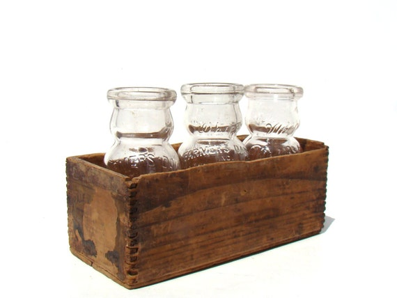 Vintage milk bottle set with rustic wooden crate home decor for Decorating with milk crates