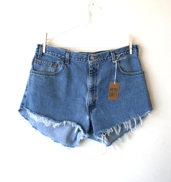 "Waist 36.5"" High Waisted Vintage Levi Shorts"
