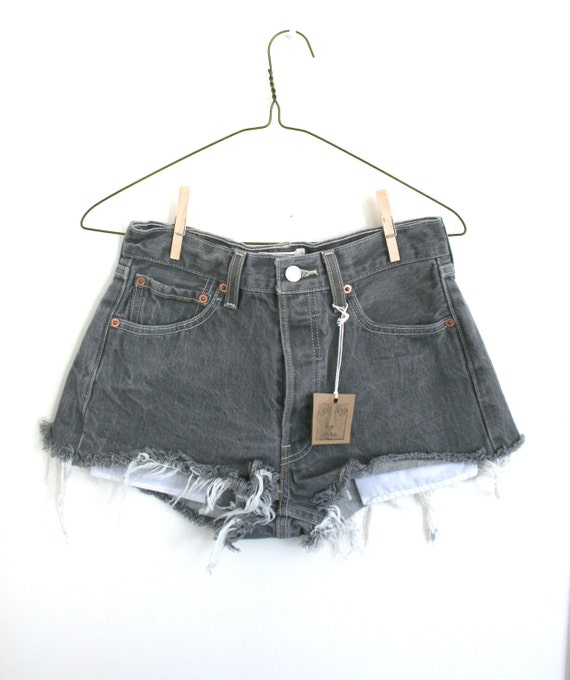 "Waist 28"" Grey High Waisted Vintage Levi Shorts"