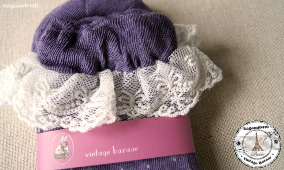 Dot Ankle Socks with lovely lace - Purple