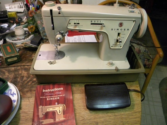 nice vintage clean 237 heavy duty fashion mate SINGER SEWING MACHINE