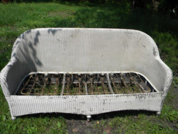 nice solid shape vintage antique 1920s SETEE WICKER COUCH no breaks or repairs  pick up only