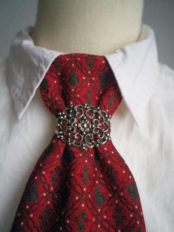 RESERVED FemkeVintage traditional TIE, red with ornaments, Swiss
