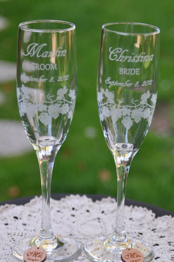 Wine Themed Wedding Flutes, Etched Champagne Flutes, Custom Champagne Flutes, Wedding Champagne Glasses, Vinyard Wedding Toasting Glasses