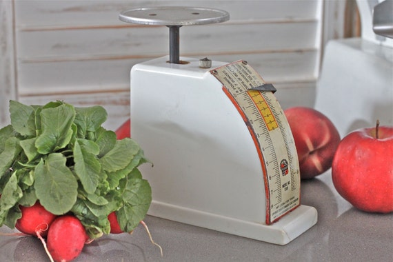 Small Vintage Home Baker's Kitchen Scale