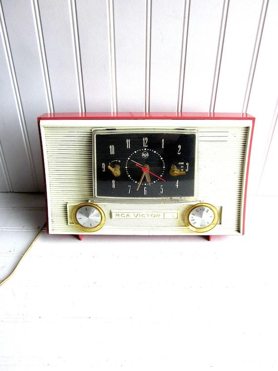 Vintage Radio Pink RCA Victor AM Mid Century Radio