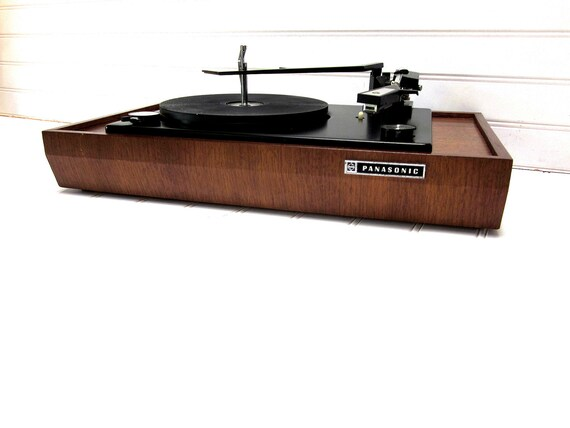 RESERVED for Stephanie -- Vintage Turntable Panasonic Model RD 7673 Automatic Wood Base Turntable Record Player