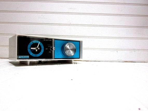 Vintage Radio Blue Black Midland International Model 11-313  AM Clock Radio Mid Century