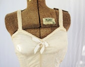 Vintage ~ Lily of France 1950s Eyelet Pin Up Bra ~ Bustier Bullet Shaped ~ Lilees