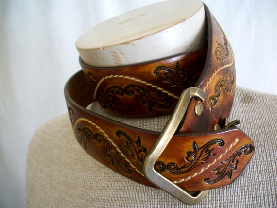 Reserved for Anders: Mens Hand stained latitan leather belt, scroll tooling