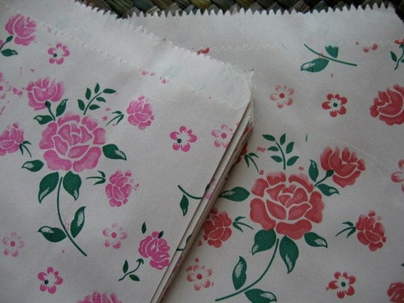 Set of 40 Vintage Style Pastel Pink and Pastel Red Floral Kraft Paper Bags / Gift Bags (size13 x 19cm.)
