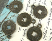Antique Brass Chinese Coin Pendant / Charm (x5 pcs) F2023