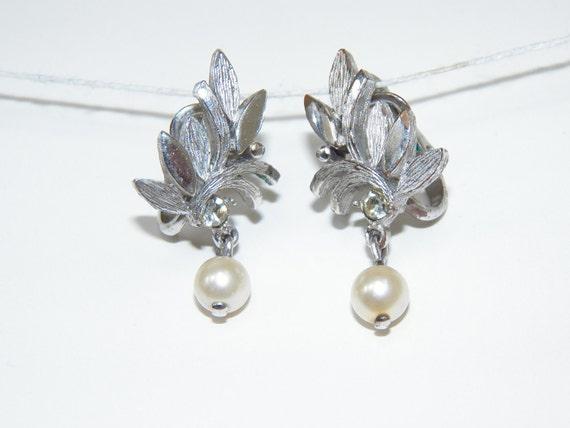 Vintage Avon Jewelry Clip On Earrings Free Shipping Silver Tone With Pearl Bead