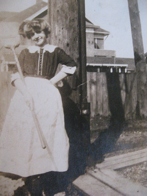 Vintage Photo. . .Victorian Downstairs Maid . . .Candid 1800's Snapshot