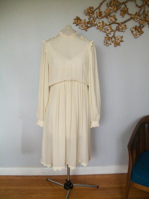 Reduced Vintage Cream White Scalloped Collar Evening Dress-Knee length- Midi- Wedding Dress  ((Size Medium))