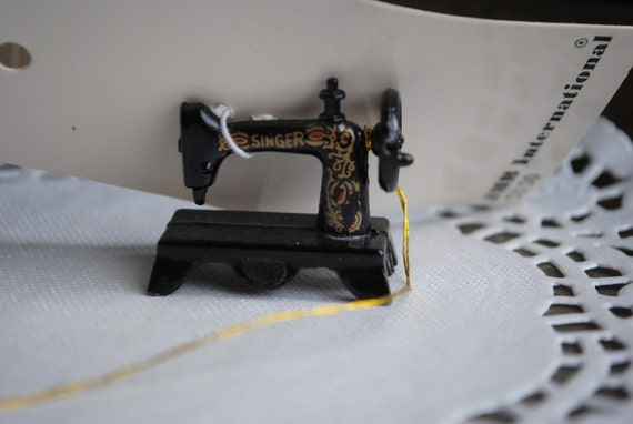 Singer Sewing Machine Trinket