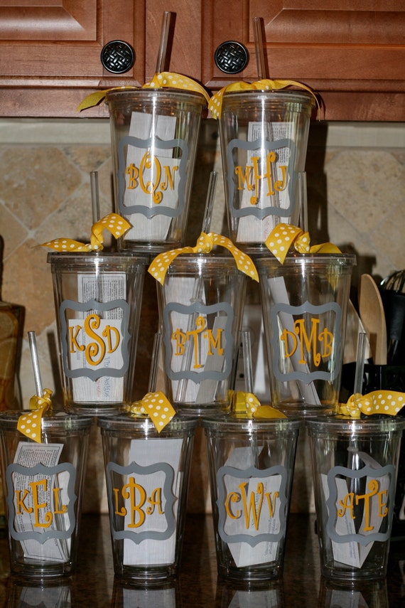 Personalized Acrylic Tumbler with Initial, name in quatrafoil boarder