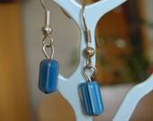 earring with 3 delicate indian glass beads, oorring met indische glas pareltjes