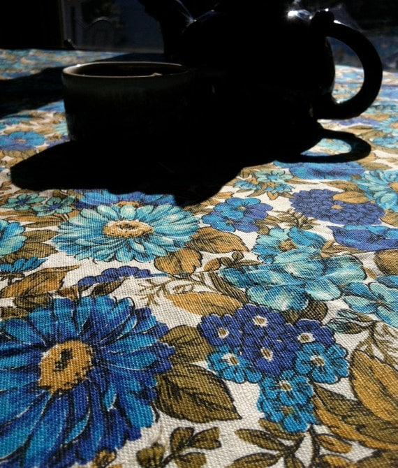 70s Spring Showers Bring Blue Flowers Round Tablecloth