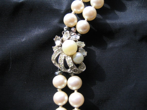 Reserved for Julie. NOW ON SALE 20 00 - Lovely Vintage Glass Pearl Necklace with Rhinestone Clasp