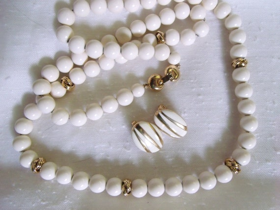 Gorgeous vintage MONET Demi Parure Necklace and Clip Earrings
