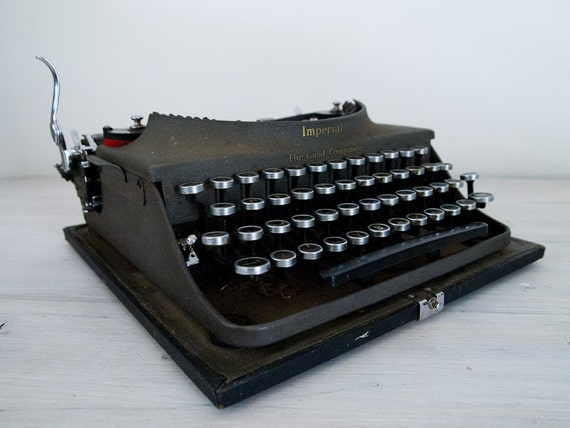 reserved for jacinta - vintage imperial the good companion (model 1) portable typewriter