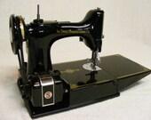 Singer Featherweight 221 Sewing machine ca. 1950