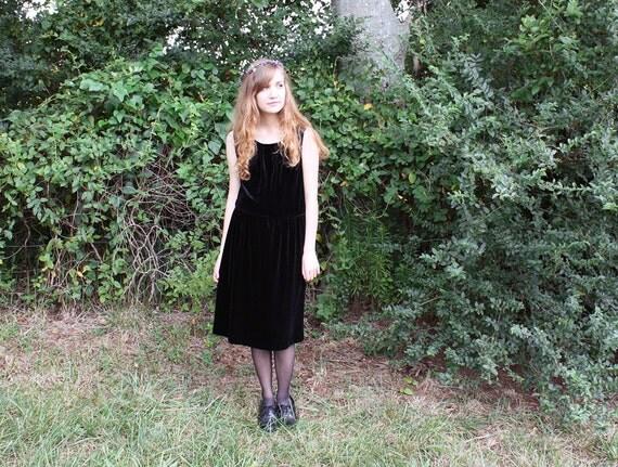 Black Velvet Sleeveless Dress