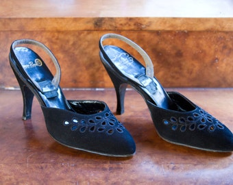 1950s High Heels // Black Suede Eyelet Lace Sling Back Shoes