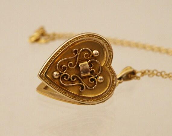 Antique 1930s Gold Heart Locket -:- Hayward Locket w Etruscan Details