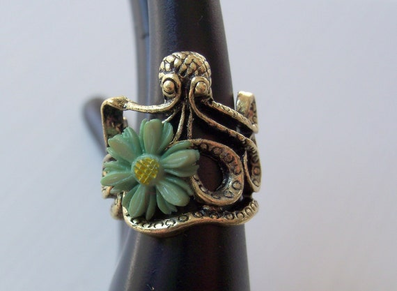 Gold Octopus Ring Green Flower Power Antiqued Gold Octopus With Vintage Lucite Flower Size 5.5