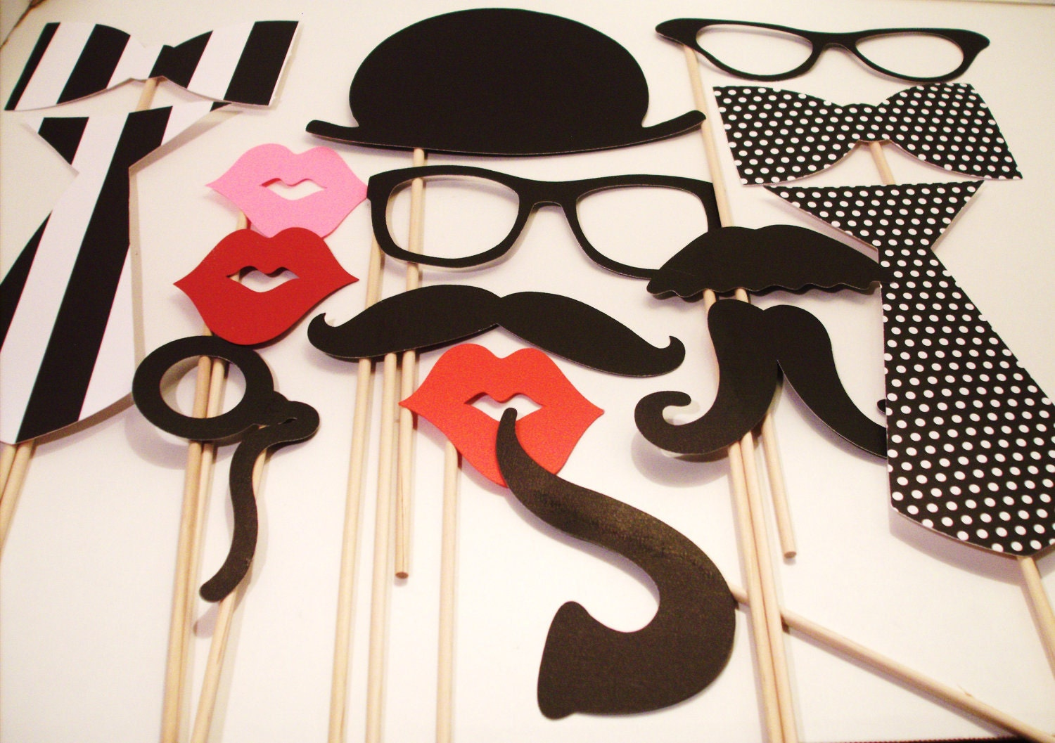 photo booth props wedding photo booth photo by ittybittywedding. Black Bedroom Furniture Sets. Home Design Ideas