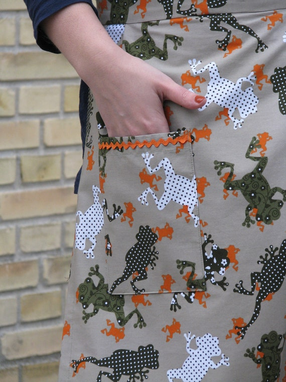 Reserved listing for Mia - SALE 50% OFF & FREE shipping worldwide - Women's half apron - cotton print with frogs