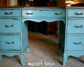 Shabby turquoise desk.