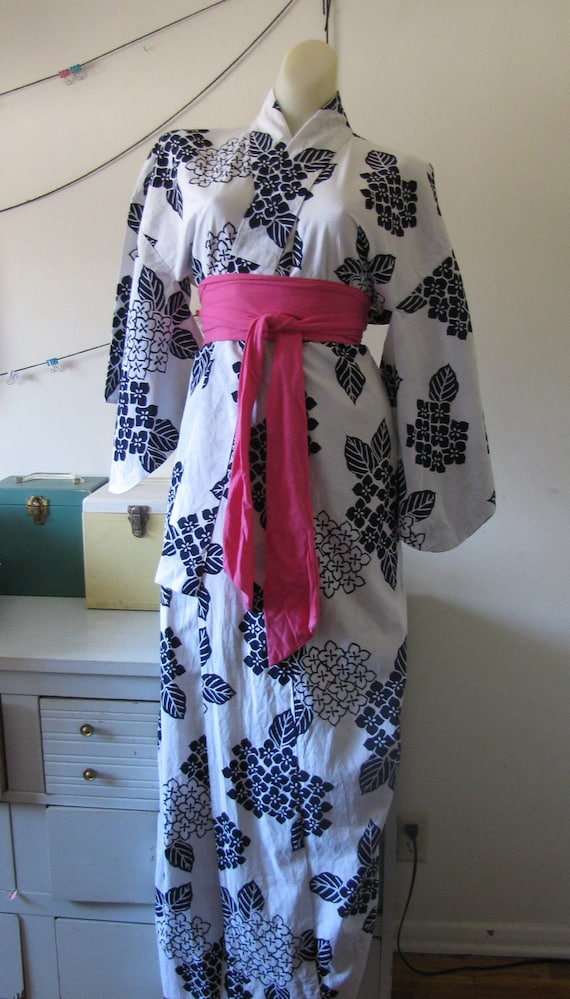 cotton vintage Japanese kimono robe in navy blue and white HAND SEWN