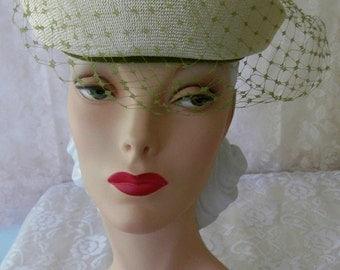 Vintage 1950s Cream & Deep Magenta Rose Ivy Net Fine Straw Garden Party Hat