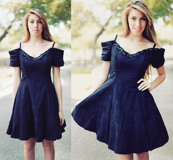SALE !!! 80s Vintage Dress Lace Detail Light Black Party