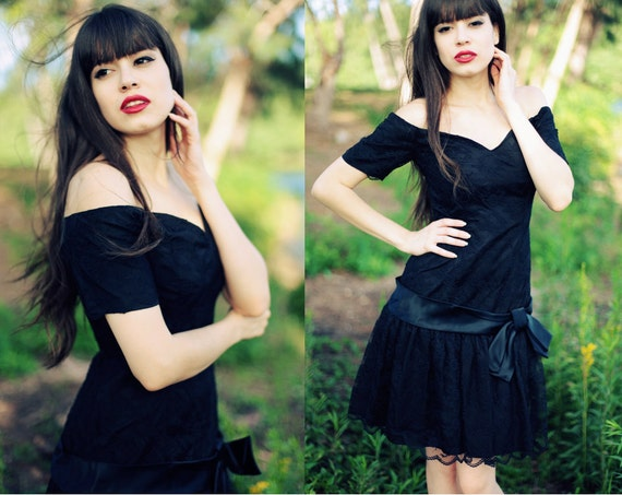 Vintage 1980s Black Heart Neckline Lace Prom Party Dress
