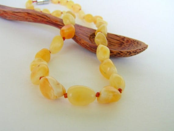 BUTTER Baltic Amber Teething Necklace with Magnetic Safety Clasp - Natural Teething Remedy - Baby Jewelry