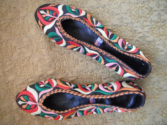Vintage shoe slipper ballet flat multi colored embroidered size 6-7
