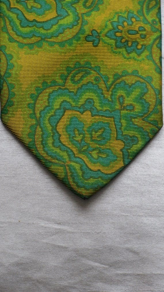 Vintage 1970s wide tie wild silk polyester by yApre in green and gold abstract design
