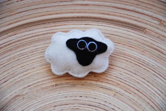 Little lamb Cilka felt brooch